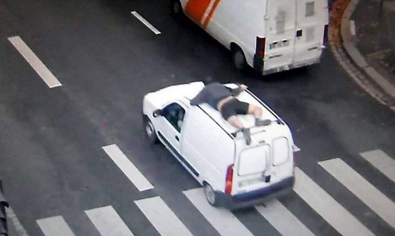 Απίστευτο: Κάλεσε την αστυνομία από το κινητό του γαντζωμένος στην οροφή κλεμμένου αυτοκινήτου