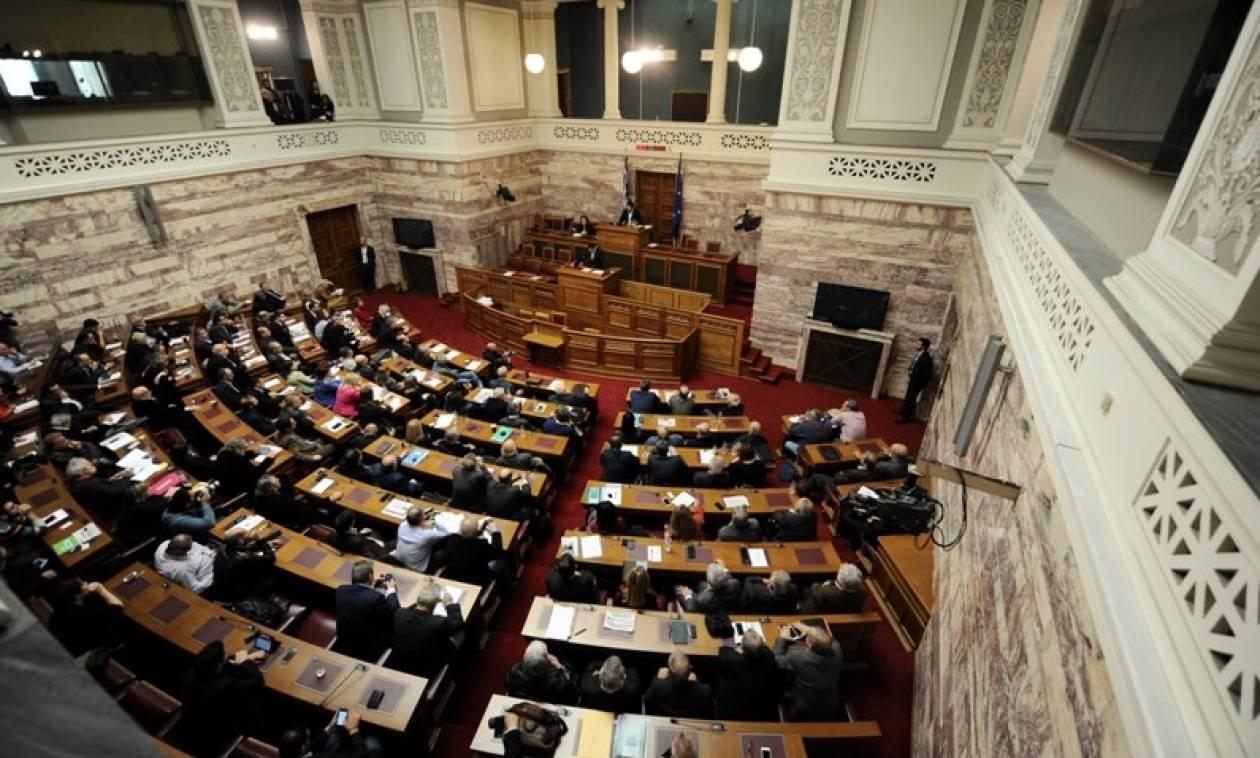 Τρεις φορές περισσότερα χρήματα από το μέσο πολίτη παίρνουν οι Έλληνες βουλευτές