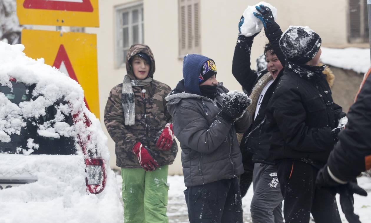 Καιρός Θεοφάνεια: Ξεκίνησε η επέλαση της «Αριάδνης» -  Χιόνια και σε Αθήνα και Θεσσαλονίκη