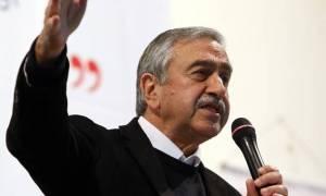 Xωρίς δηλώσεις επέστρεψε στα κατεχόμενα ο Ακιντζί μετά τη συνάντηση με Ερντογάν