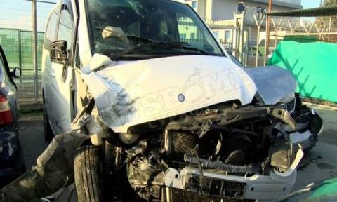 Τροχαίο Πάφος: Σοκάρουν τα συντρίμμια των αυτοκινήτων μετά τη μετωπική σύγκρουση (photos)