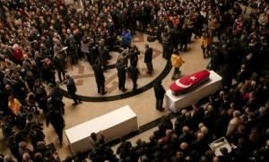 Η Τουρκία τιμά τους νεκρούς της Σμύρνης - Ασύλληπτος ο δράστης του μακελειού στο Reina