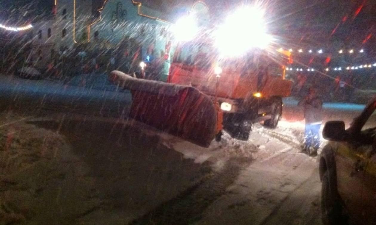 Καιρός LIVE: Χιονοπτώσεις με ένταση - Δείτε σε ποιους δρόμους δίνεται «μάχη» με εκχιονιστικά