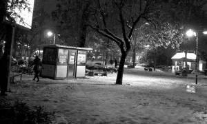 Καιρός ΤΩΡΑ: Χιονίζει μέσα στη Λάρισα - Μεγάλη πτώση της θερμοκρασίας