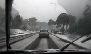 Καιρός: Χιονίζει στην Αττική - Ποιοι δρόμοι είναι κλειστοί - Πού χρειάζονται αλυσίδες