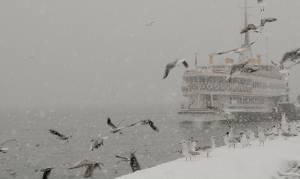 Καιρός: Χιονοθύελλα «παραλύει» την Κωνσταντινούπολη