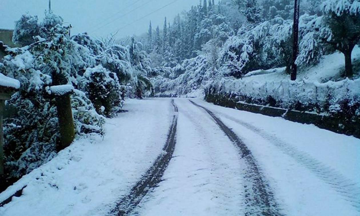Χιόνια - Καιρός: Προβλήματα στην εθνική οδό Πατρών - Κορίνθου (photo-video)