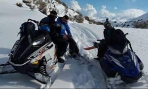 Οργώνουν τον Ψηλορείτη με snowmobil και snowboard! (video)
