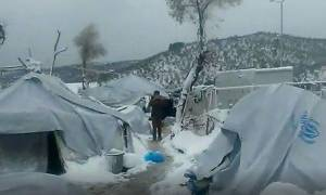 Καιρός - Μυτιλήνη: Πολικό ψύχος στον καταυλισμό της Μόριας - Το χιόνι πλάκωσε τις σκηνές (vid)