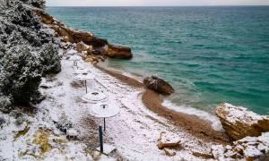 Καιρός - Φθιώτιδα: Τα χιόνια «σκέπασαν» τις παραλίες! (pics&vid)