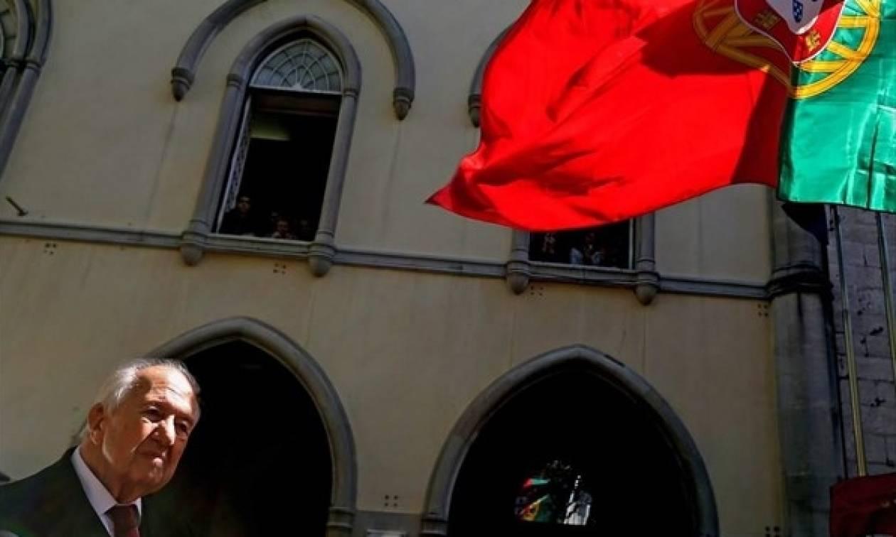 Ο Ολάντ για τον θάνατο Σοάρες: Η δημοκρατία χάνει έναν από τους ήρωες της