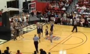 Επικό ξύλο σε μπάσκετ γυναικών! (video)