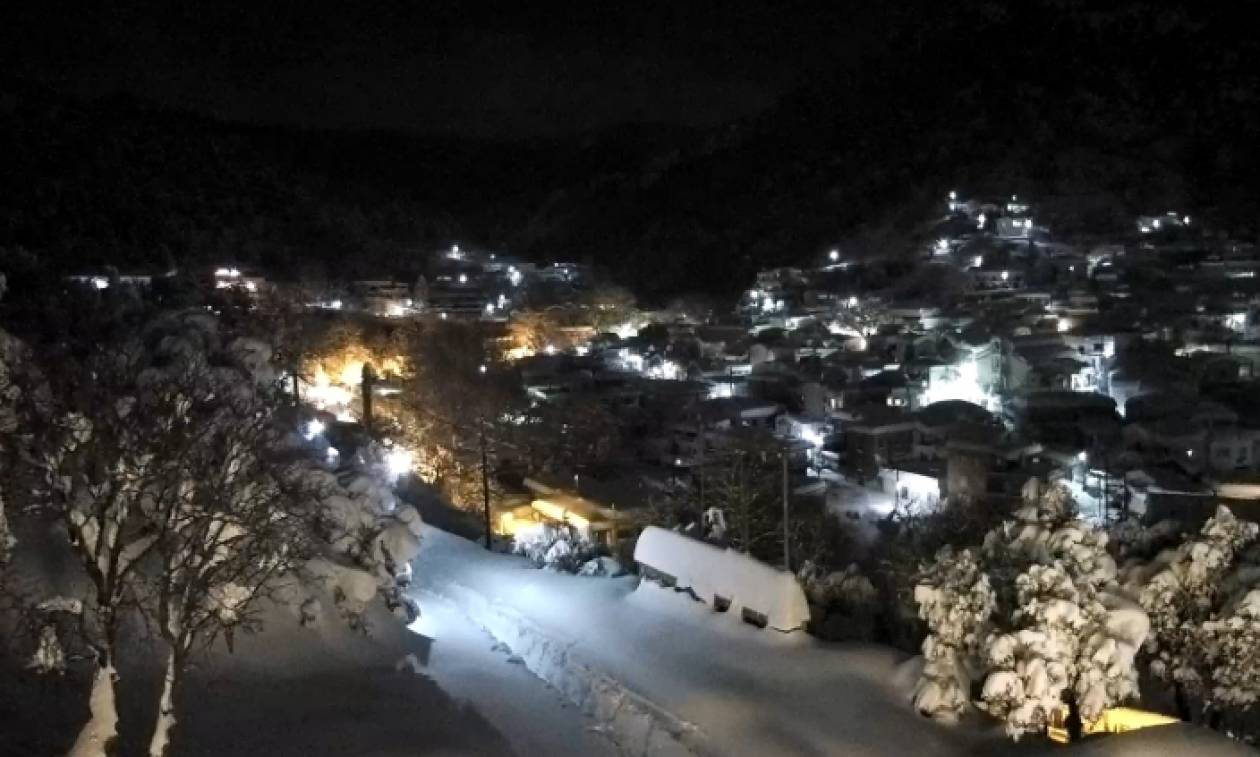 Η φωτογραφία του χιονιά Αριάδνη: Χάθηκε το STOP στο δρόμο για τη αποκλεισμένη Στενή Εύβοιας (photos)