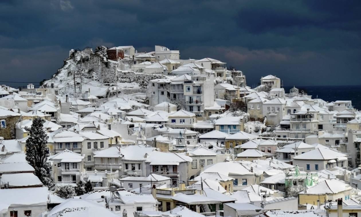 Χιονιάς «Αριάδνη»: Εκπληκτικές φωτογραφίες από τη χιονισμένη Σκόπελο