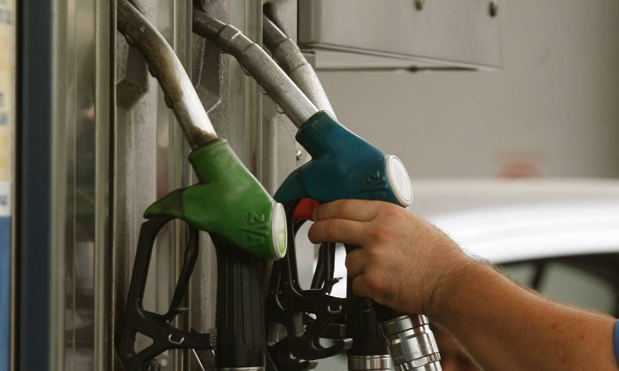 Πουλάνε «χρυσάφι» τη βενζίνη και στην κυβέρνηση σφυρίζουν αδιάφορα