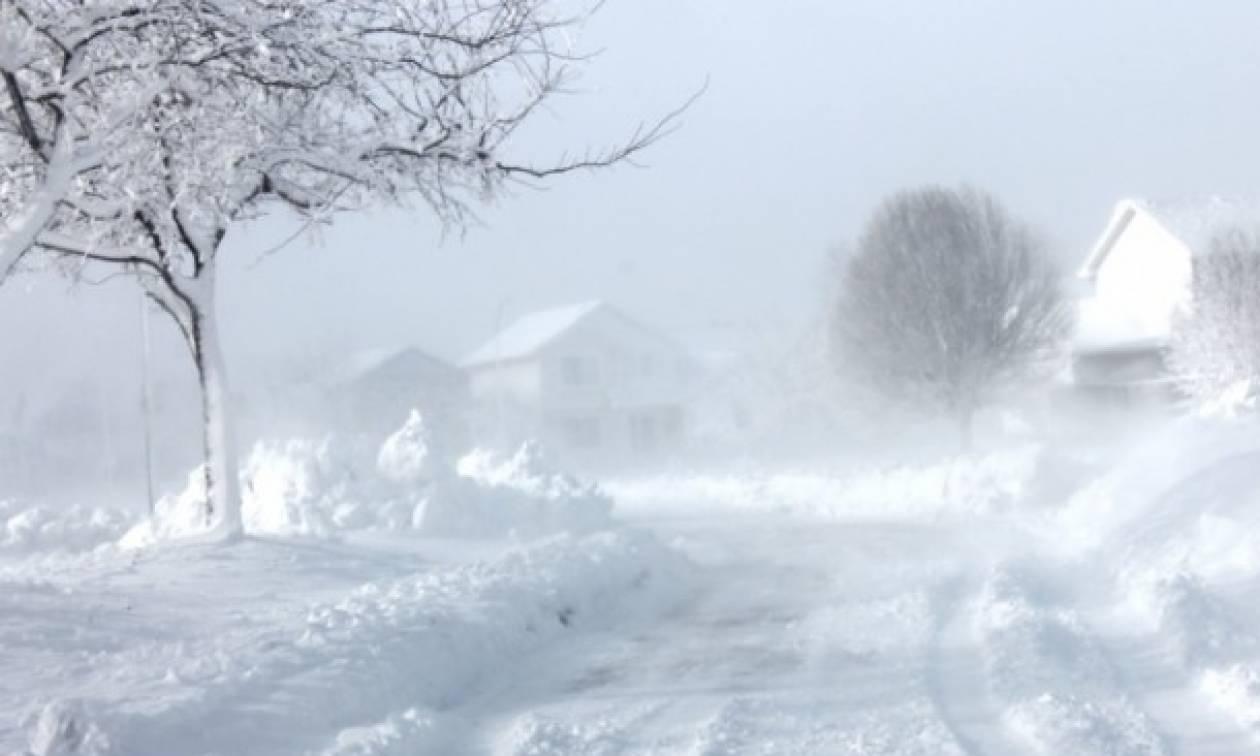Καιρός live: Ισχυρή χιονοθύελλα στη Μυτιλήνη – Στο σκοτάδι οι κάτοικοι