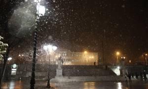 Καιρός LIVE: Ο χιονιάς σαρώνει την Αθήνα - Κλειστά σχολεία και δρόμοι