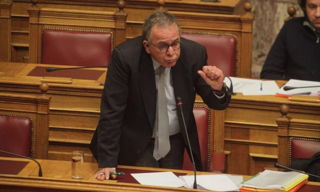 Σκληρή σύγκρουση στη Βουλή για τους πρόσφυγες που ξεπαγιάζουν - Μουζάλας: «Φταίει η ΝΔ»