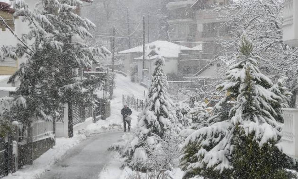 Καιρός ΕΜΥ: Έκτακτο δελτίο επιδείνωσης καιρού - Πού θα χιονίζει την Τρίτη