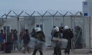 Χίος: Πετροπόλεμος με χιόνια και διακοπές ρεύματος στο hotspot της ΒΙΑΛ