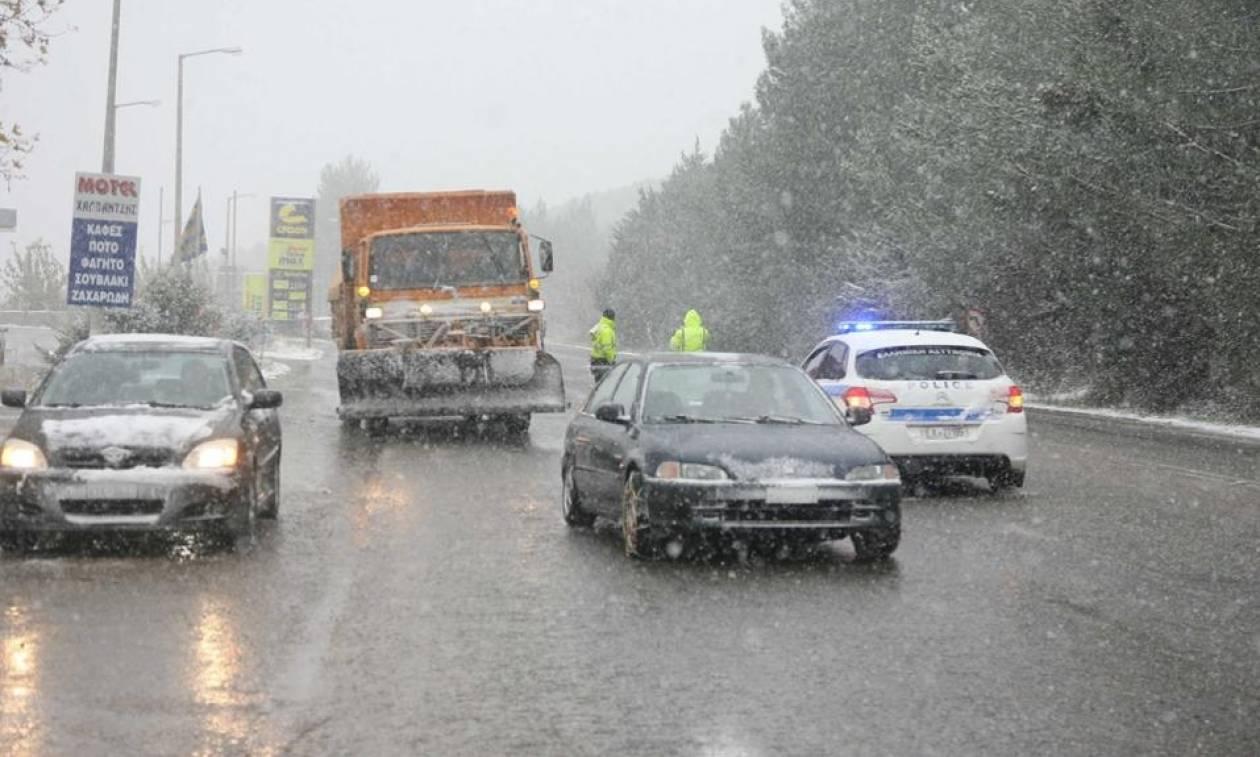 Καιρός Τρίπολη: Σαρώνει ο χιονιάς - Που εντοπίζονται προβλήματα στο οδικό δίκτυο Πελοποννήσου