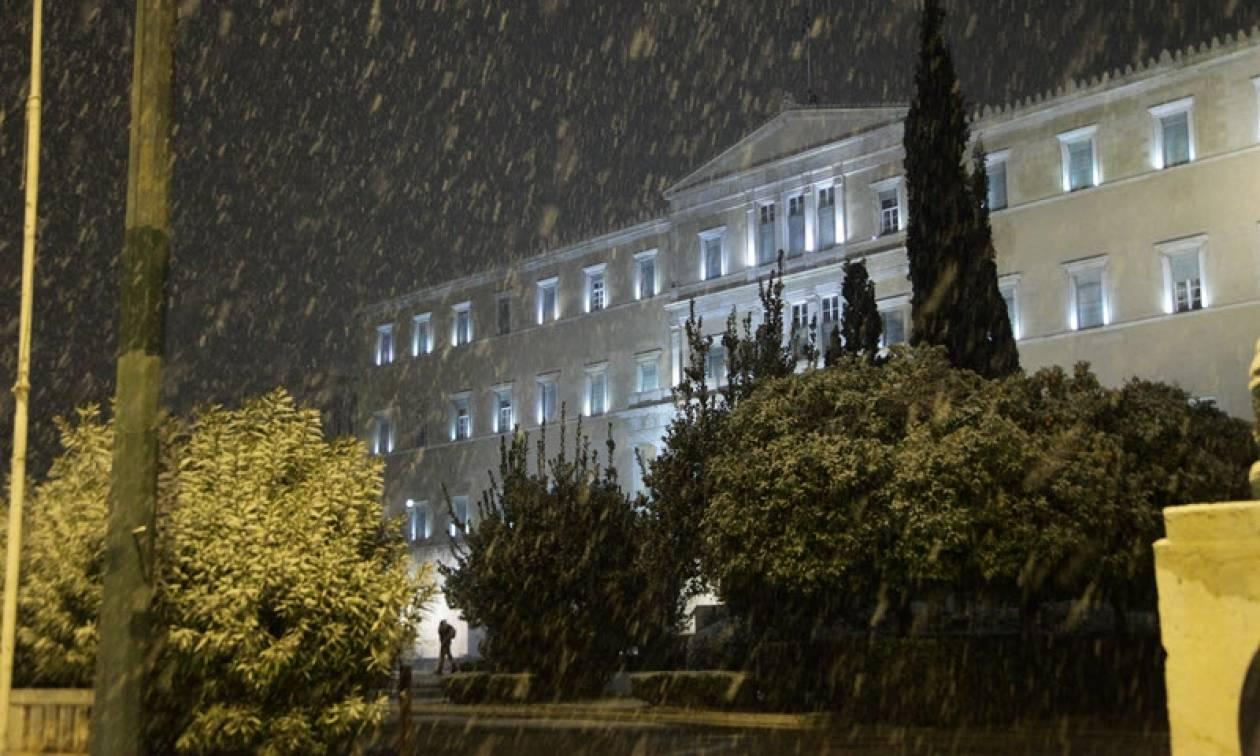 Καιρός: «Λευκή πόλη» η Αθήνα από το πέρασμα του χιονιά (video)