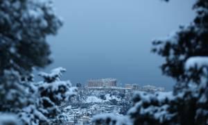 Καιρός Αθήνα: Μαγικές εικόνες από τη χιονισμένη Ακρόπολη