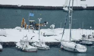 Καιρός ΤΩΡΑ: Συναγερμός στην Αλόννησο - Έχουν εγκλωβιστεί οικογένειες στο χιόνι