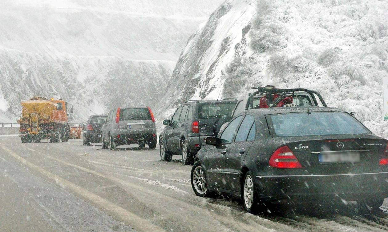 Καιρός Θεσσαλονίκη: Δεκάδες οδηγοί ΤΩΡΑ εγκλωβισμένοι στα χιόνια