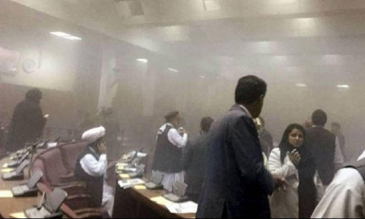 Ισχυρές εκρήξεις συγκλόνισαν την Καμπούλ - 32 νεκροί και δεκάδες τραυματίες (Pics+Vid)