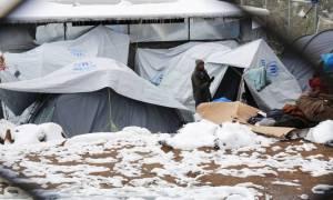 Guardian: Η κακοκαιρία θέτει τους πρόσφυγες σε κίνδυνο και βάζει «φωτιά» στην κυβέρνηση