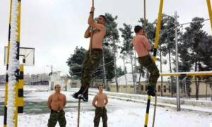 Καιρός: Γυμνοί στα χιόνια οι Έλληνες κομάντο - Οι καταδρομείς δεν καταλαβαίνουν ψύχος (pics)