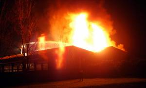 Κιλκίς: Στις φλόγες εργοστάσιο ψυγείων