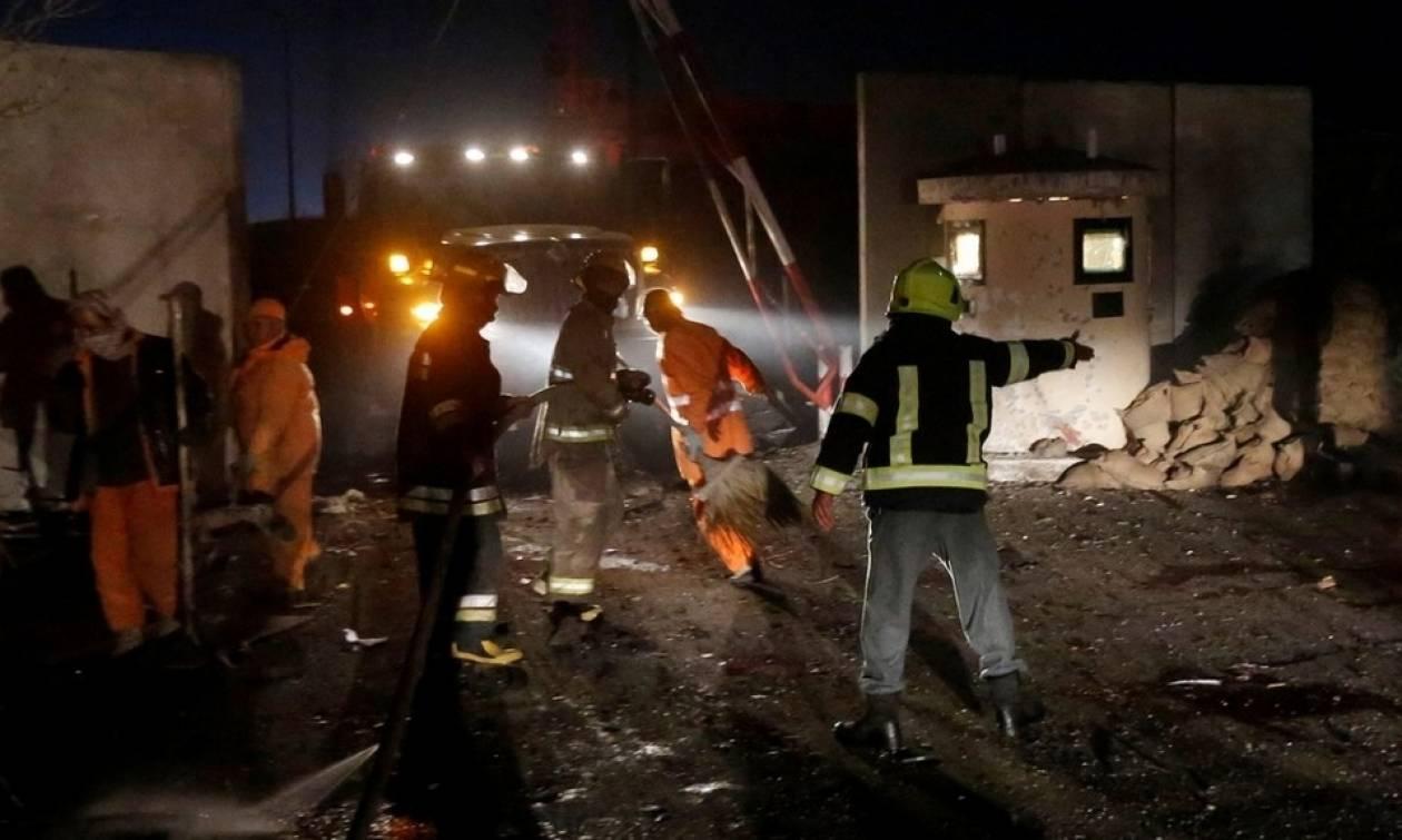 Μακελειό στο Αφγανιστάν: 56 νεκροί σε μπαράζ βομβιστικών επιθέσεων της αλ Κάιντα (Vid)
