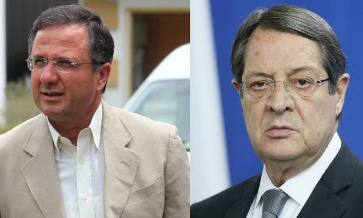 Ένταση στο Εθνικό συμβούλιο - Ο Περδίκης πέταξε το διαβατήριο του Αναστασιάδη «Στείλε με πίσω»