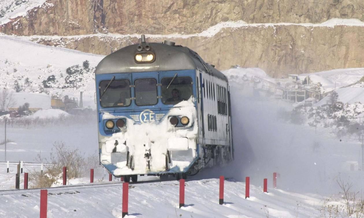 Καιρός: Οδύσσεια για εκατοντάδες επιβάτες – Τέσσερα τρένα «κόλλησαν» λόγω ψύχους
