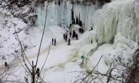 Βίντεο σοκ: Παγωμένος καταρράκτης καταπλακώνει μια 20χρονη!