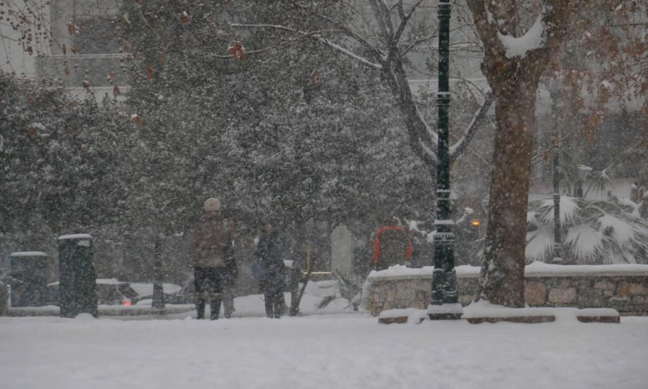 Καιρός ΤΩΡΑ – Πού θα χιονίσει σήμερα – Πότε θα μας αποχαιρετήσει η «Αριάδνη»
