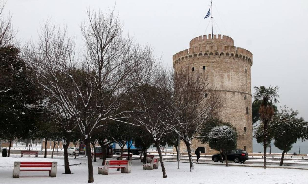 Αυτά δεν γίνονται: Θεσσαλονικιός βγήκε στα χιόνια και δεν φαντάζεστε τι έκανε! (pics&vid)