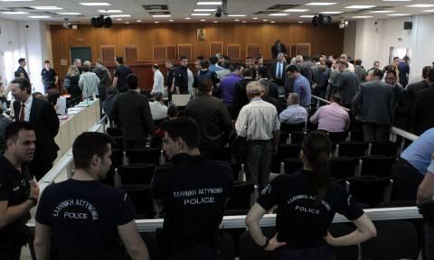 Ένταση στην δίκη της Χρυσής Αυγής: Ο Μπούκουρας κατηγόρησε μάρτυρα για ψευδορκία