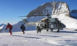 Εντυπωσιακό βίντεο: Έτσι έσωσε η Πολεμική Αεροπορία εγκλωβισμένους στη Σκόπελο