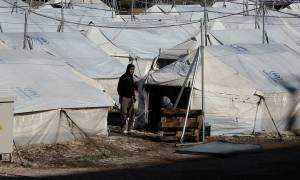 Κραυγή αγωνίας από τους πρόσφυγες στο Ελληνικό: «Το χιόνι το παλέψαμε, η καθήλωση θα μας σκοτώσει»