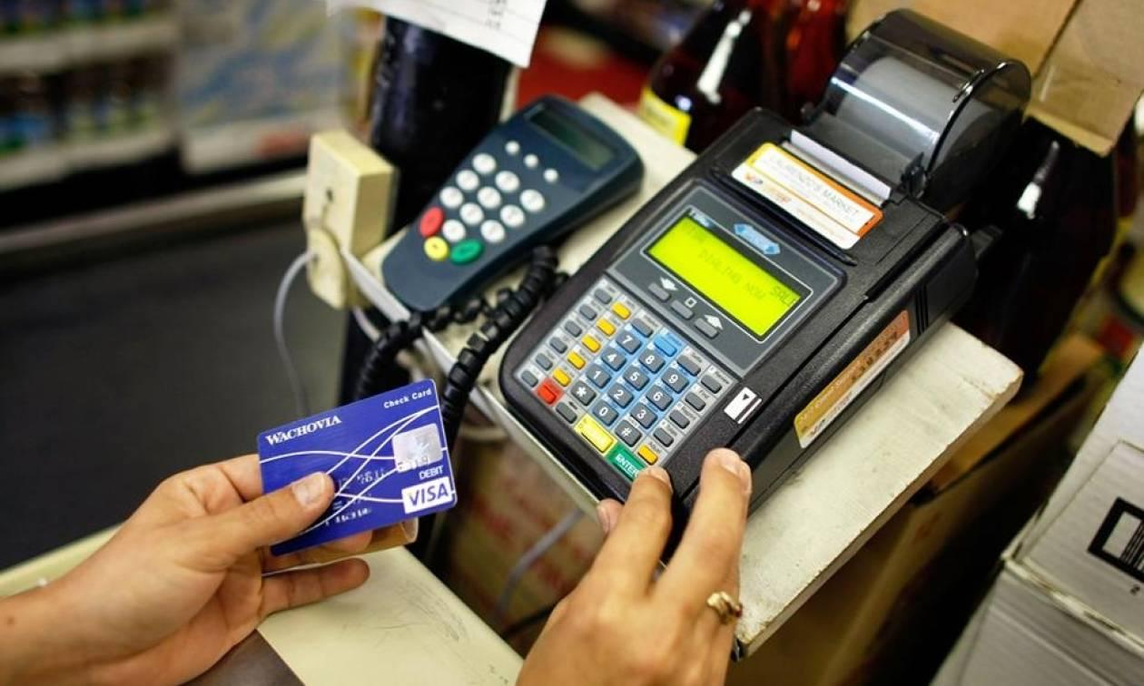 ΥΠΟΙΚ: Αυτές οι συναλλαγές με πλαστικό χρήμα «χτίζουν» το αφορολόγητο