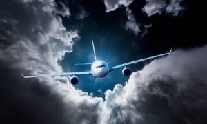 Οι επιβάτες της πτήσης 666 με προορισμό την «Κόλαση» να προσέλθουν στον έλεγχο των εισιτηρίων...