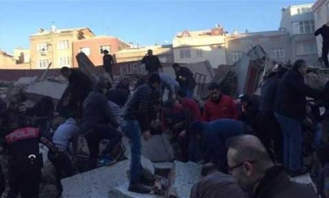 Τραγωδία στην Κωνσταντινούπολη: Τουλάχιστον 2 νεκροί από κατάρρευση κτηρίου (vid)