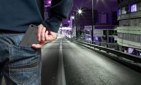 ΗΠΑ: Ανησυχία για το «έξυπνο» όπλο που διπλώνει και μοιάζει με κινητό τηλέφωνο