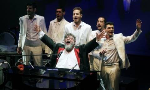 H μουσική παράσταση του Σταμάτη Κραουνάκη «Ολοι Ενα» φίλα με... στις 27/1 στο Λονδίνο (video)
