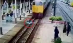 Φρίκη! Έπεσε στις ράγες τρένου για να αυτοκτονήσει αλλά δεν πίστευε αυτό που συνέβη στη συνέχεια