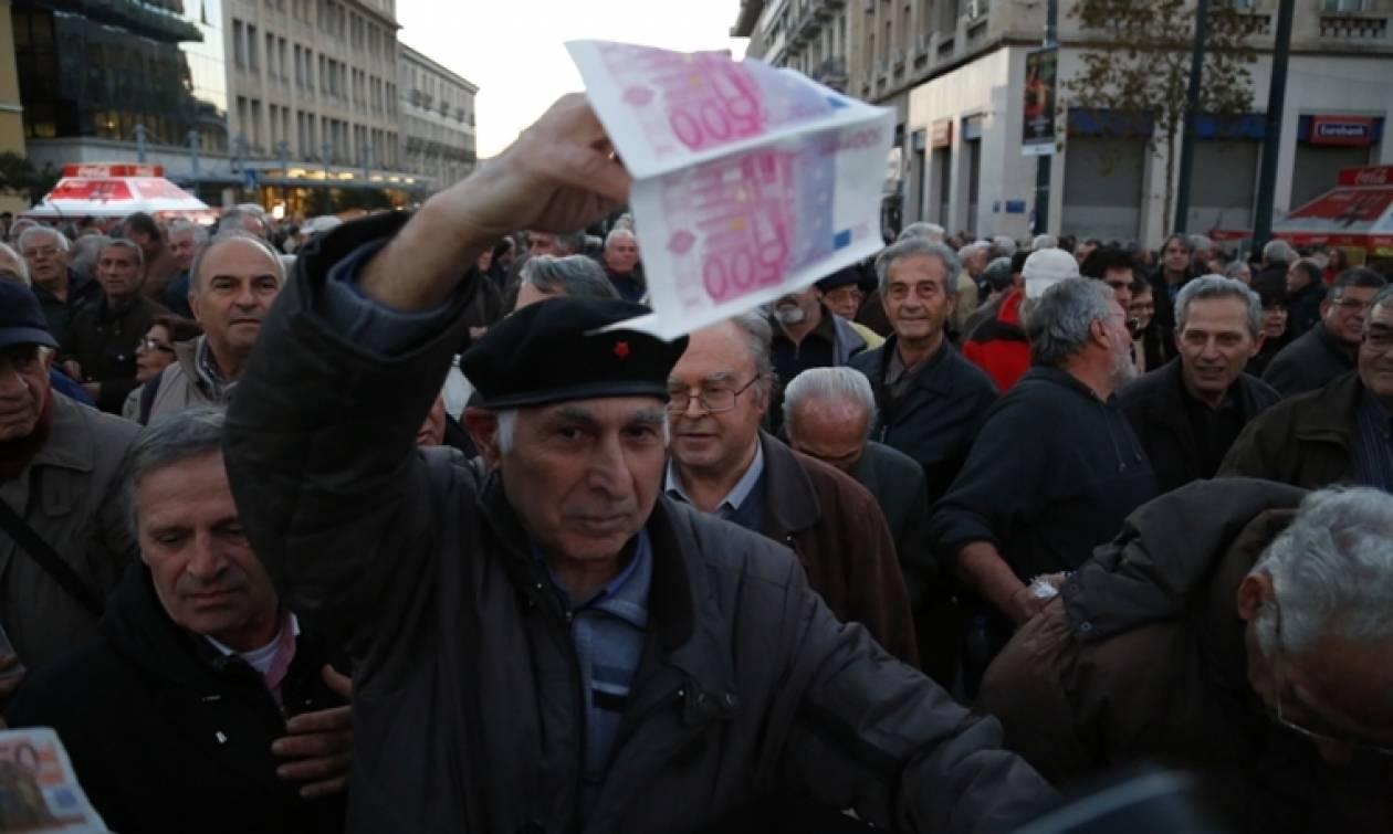 «Δεν μπορούμε να ζήσουμε»: Δραματική καταγγελία συνταξιούχων στο Newsbomb.gr (vids)