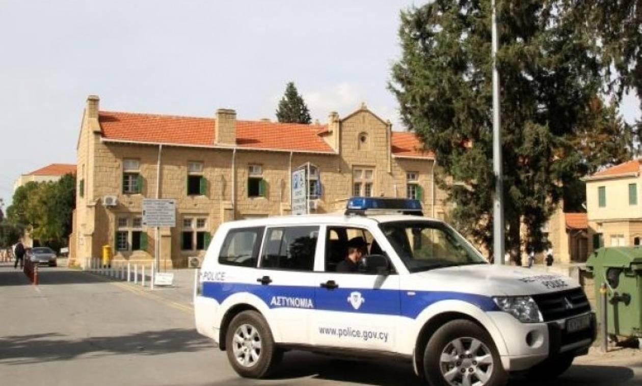 Задержанный наКипре житель россии убежал подороге всуд